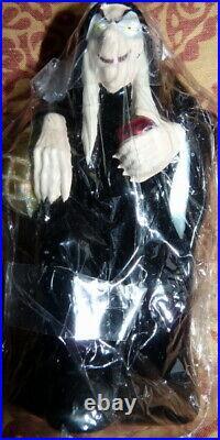 NEW Radko Disney Snow White & The Seven Dwarfs The Hag Ornament 98-DIS-13